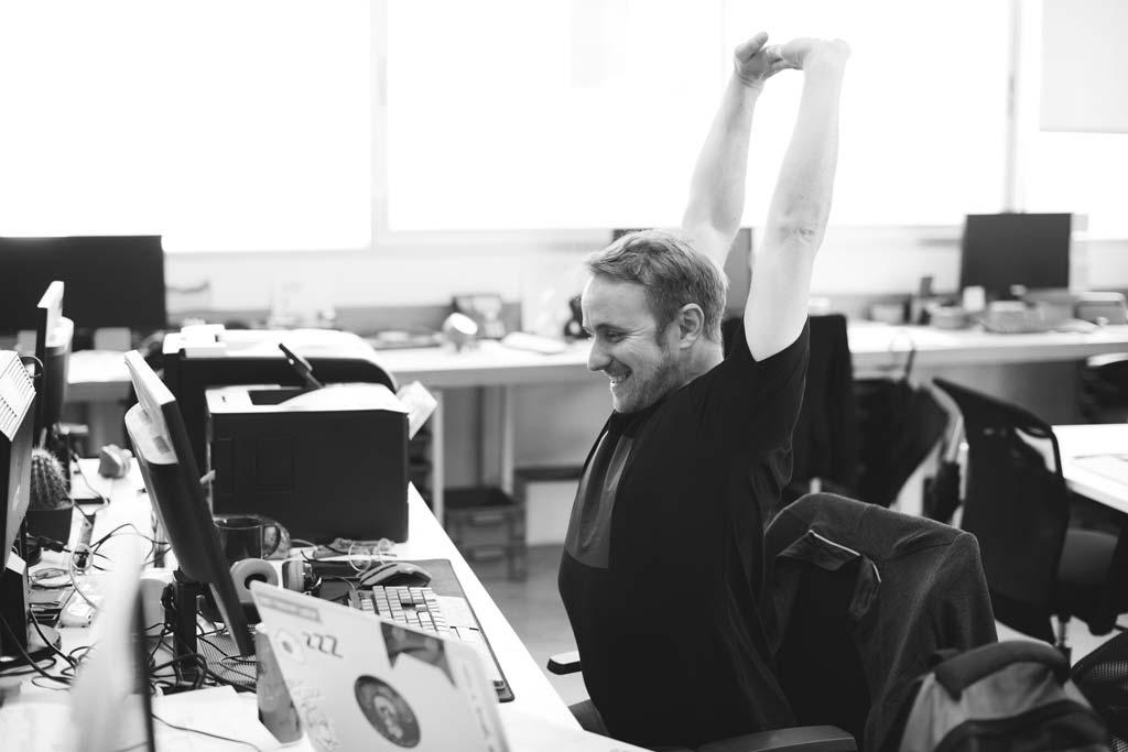 Développeur agence web heureux